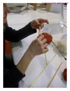 Laboratorio di uncinetto tunisino tenuto da Horujo Knit&Crochet