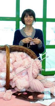 Horujo e i gomitoli rosa all'aeroporto di Linate nel corso di un'altra iniziativa del Gomitolo Rosa.
