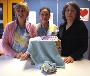 La consegna dei manufatti realizzati alla neonatologia dell'ospedale di Pistoia