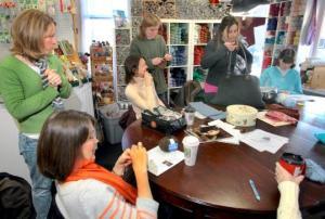 Un gruppo di studenti di maglia