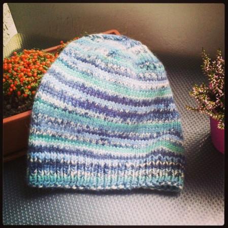 Un (altro) cappello facile, scaricabile subito da Ravelry.com