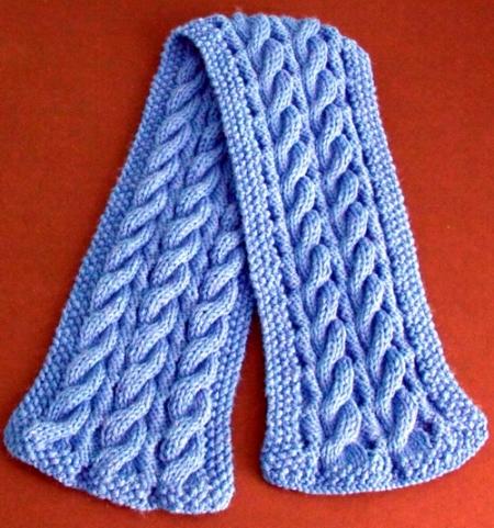 Una sciarpa a trecce reversibili
