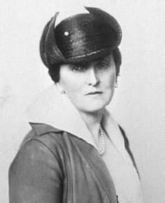 Emily Post (se non sapete chi era, cercate su Wikipedia!)