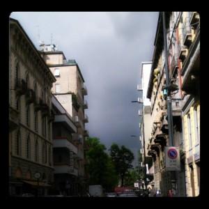 Milano, quando si arrabbia, fa il cielo scuro scuro
