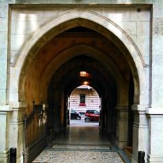 Interno di palazzo civile, via San Gregorio