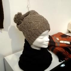 Un cappellino in Yak che, nonostante il ponpon, mi è piaciuto tanto