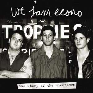 """""""I knit econo"""", il nome della maglietta, è ispirato al titolo del documentario sui Minutemen"""