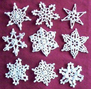 Alcuni dei fiochi di neve realizzabili all'uncinetto