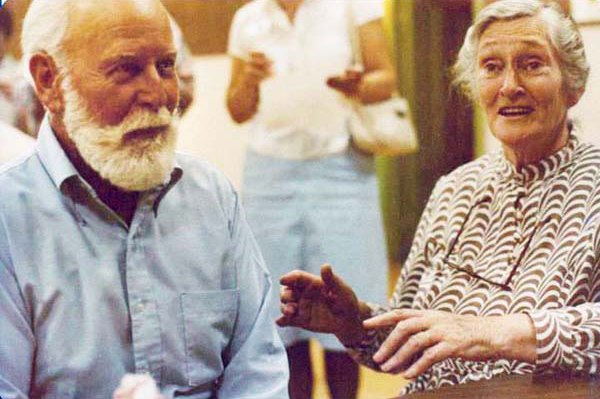 EZ con il marito Arnold (foto da Schoolhouse Press)
