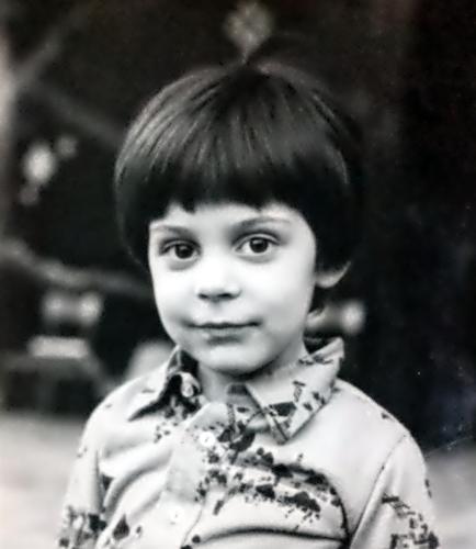 A 5 anni gli alieni mi avevano sospeso un'antenna a forma di diamente sulla testa