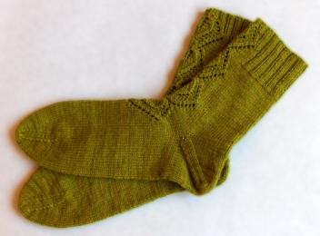 Calze Autumn leaves, lavorate con Elen Sock di Triskelion Yarns