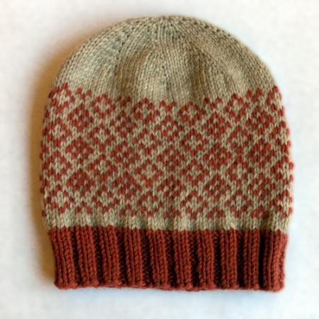 Il berretto top down Hat and Beard, lavorato con Green Wool di Sesia