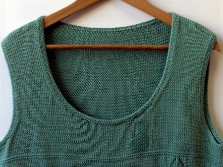 La maglietta Satin Doll è stata creata con Fair cotton di Katia