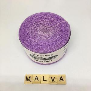 Ancora 30 euro per questa matassa da 800 metri di lana Blueaced Leicester e seta