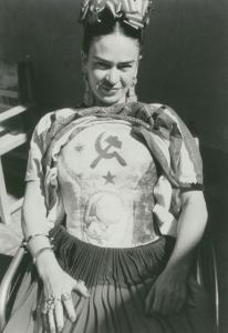 Frida Khalo col busto istoriato