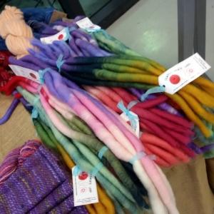 lana tinta pronta da filare
