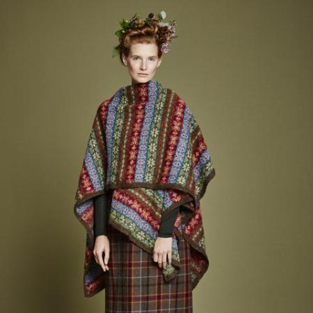 Pine Poncho di Mary Wallin